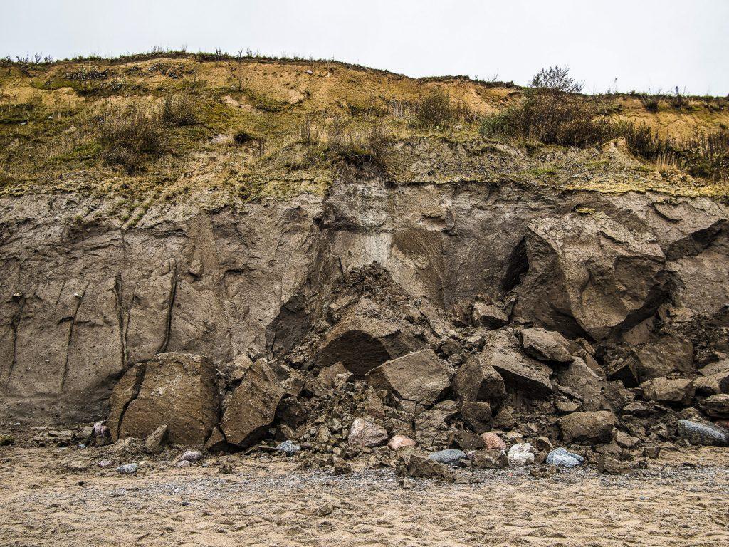 Abbruchkante der Steilküste, frische Abbrüche