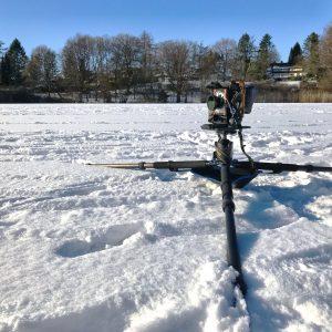 Großformatkamera auf dem Eis des Lütjensees